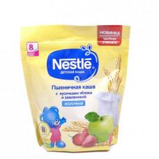 Каша Nestle Пшеничная молочная с кусочками яблока и земляникой, 220гр