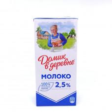 Молоко Домик в деревне 2,5% 1,0л